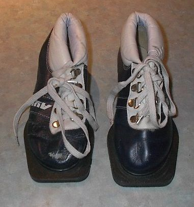 mm cross country ski boots these boots are a size 12 kids in good