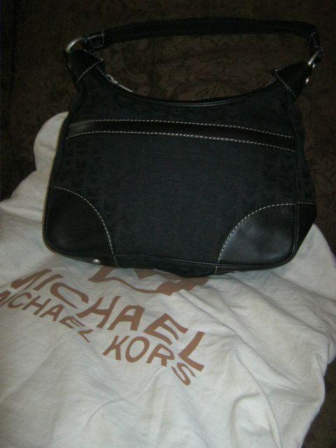 Michael Kors Black Signature Handbag Purse Dust Bag NWT $ 228 00